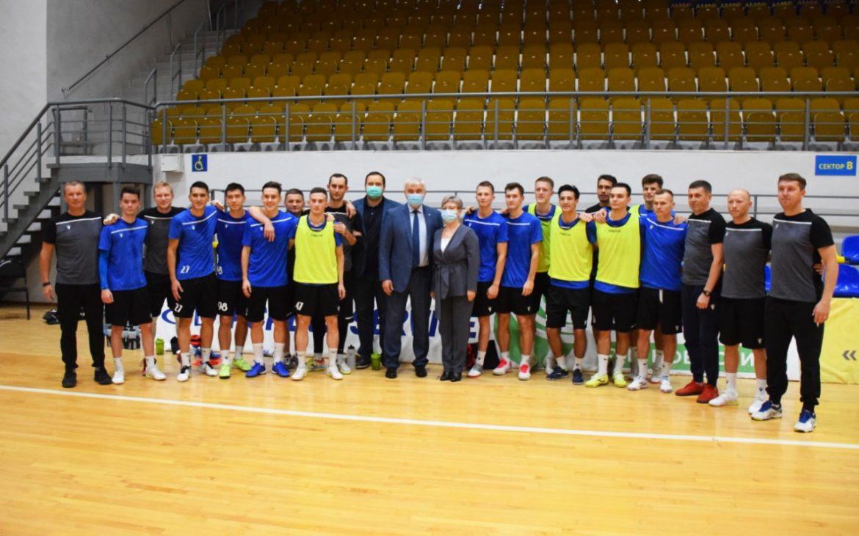 Владимир Уйба пожелал футболистам «Новой генерации» новых побед и достижений